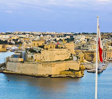 55歲老爸帶著27歲兒子成功移民馬耳他